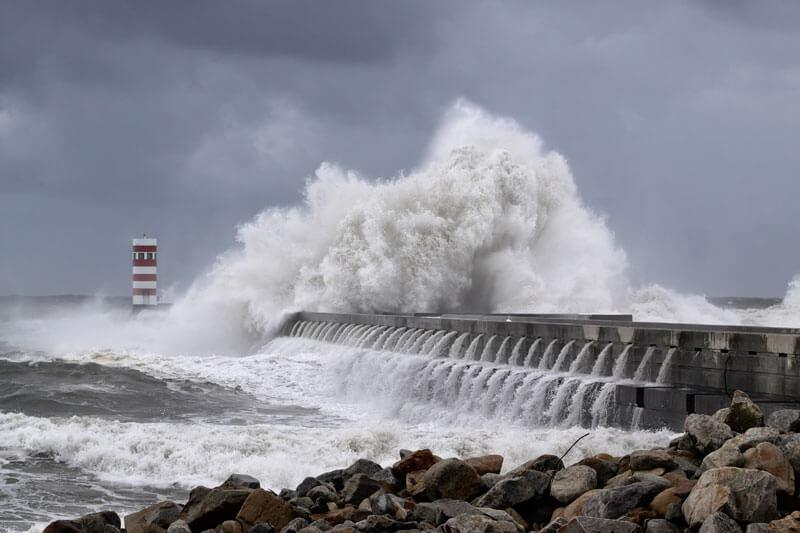 津波 の 夢 の 意味 【夢占い】津波の夢の意味!津波が来る・津波から逃げる・助かる夢な...